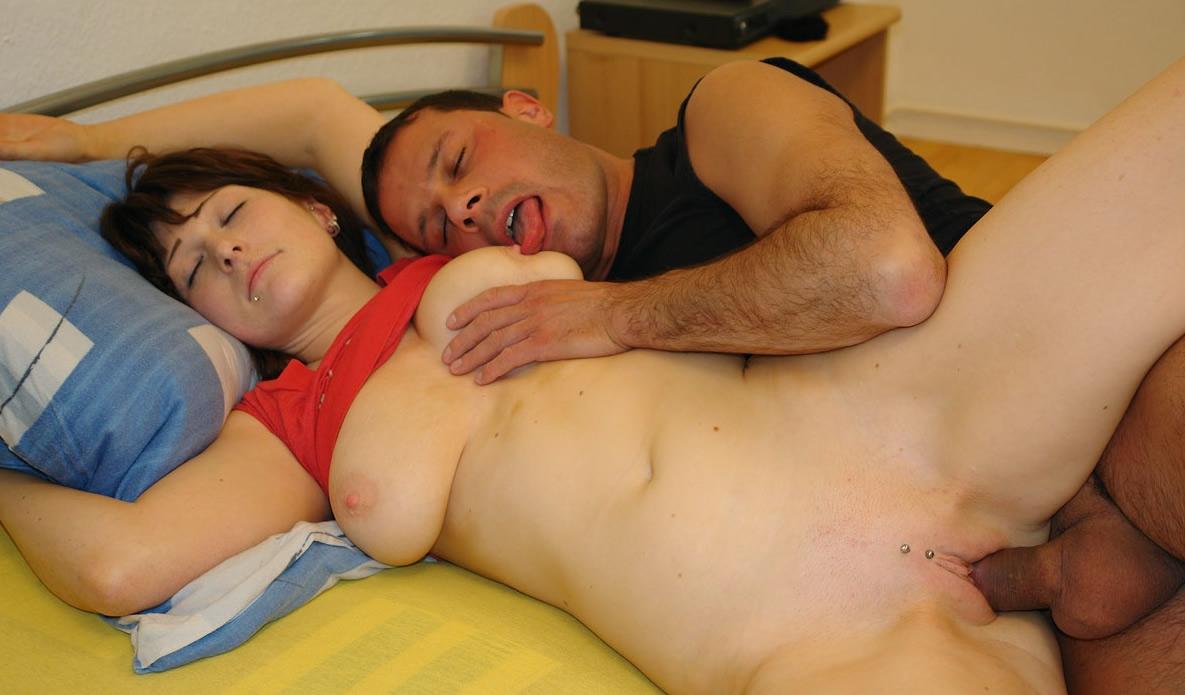 Разбудила сексом пьяного парня порно фото бесплатно